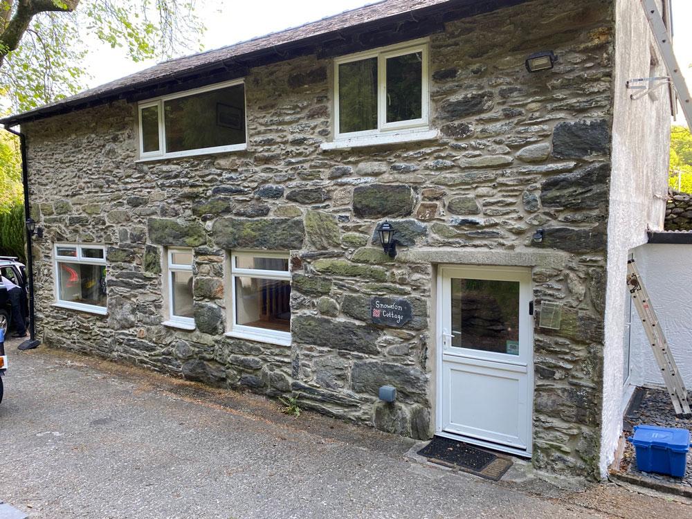 outside-snowdon-cottage-